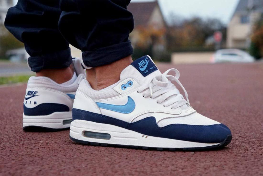 airmax 1 side on model